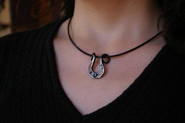 iron lacquer lily pendant