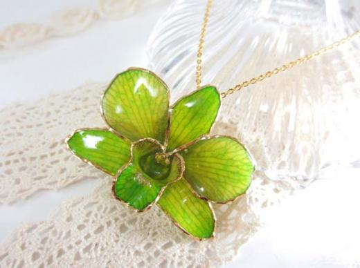 fresh flower pendant green