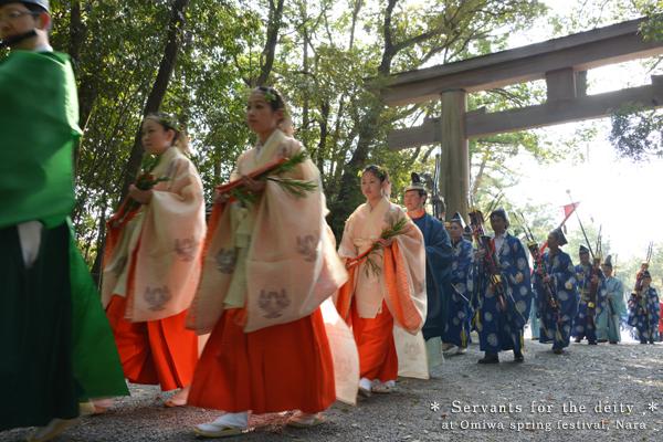 20140427_photoblog_shrine servants