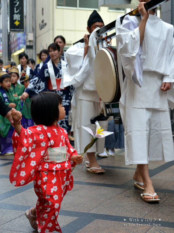 20140624_photoblog_girl in red yukata with lily
