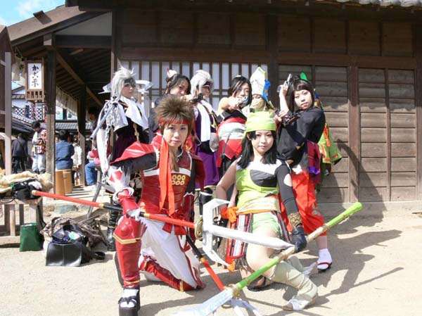 "Cosplayers at Uzumasa Sengoku Festival. Copy right ""crossover123"""