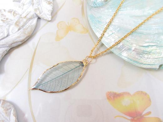 glass coating fresh leaves pendant necklace