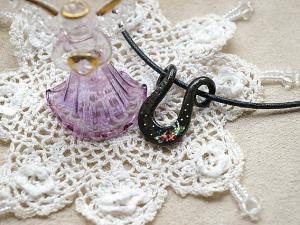 Japanese Horseshoe Handpaint Necklace (Lily of the Valley)