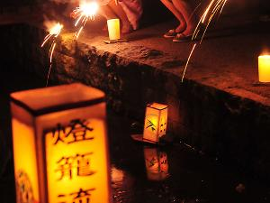 [Photoblog] Lanterns Floated Down River